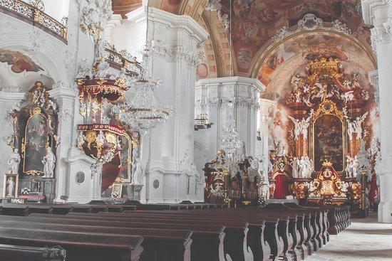 Krzeszow, بولندا: Wnętrze bazyliki