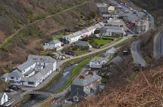 Boscastle, UK: Visitor centre from cliffs