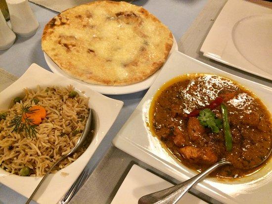 Demi Tass: Chicken Tikka Masala, Pilaw Rice und Cheese Naan