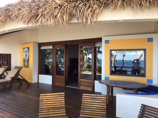 La Perla Del Caribe: Our front deck. Nice art as well.