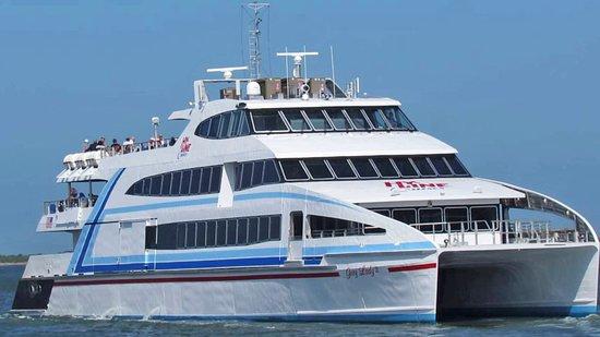 Osterville, Μασαχουσέτη: Ferry service to Martha's Vineyard or Nantucket - Hy-Line Cruises
