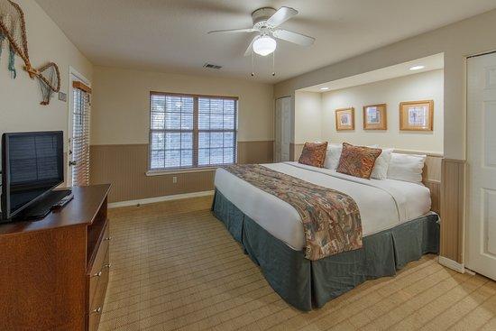 Grand Villa guest bed