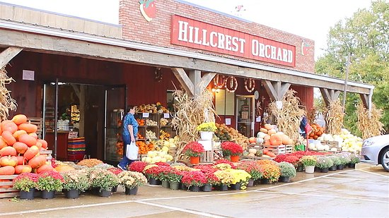 Sugarcreek, OH: Outside of Hillcrest Orchard