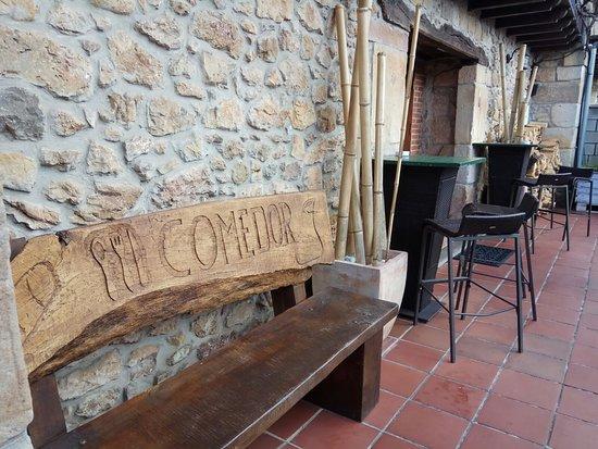 Restaurante La Yerbita: En la foto se ve más pequeño.