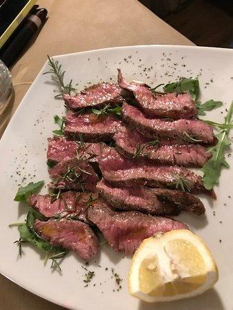 Montefollonico, Italia: мясо)
