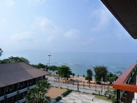 Welcome Jomtien Beach Hotel : foto van uit de kamer