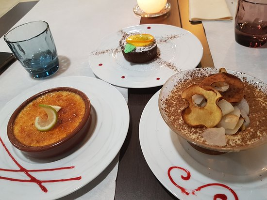 L'Eyra: crème brulée, moelleux au chocolat et tiramisu poire