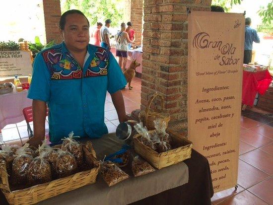 Mercado San Pancho: Granola - fantastic!