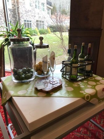 Preston, CT: Wine table in the lobby welcoming guests with free empty wine bottles, limes, and lemons???