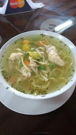 Chota, Peru: Sopita de pollo pal frío!