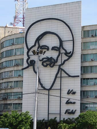 Wall art at Revolution Square - Picture of Cuba Among Cubans ...