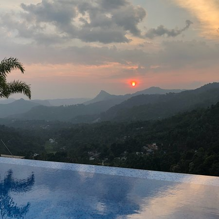 Amazing infinity pool with fantastic view