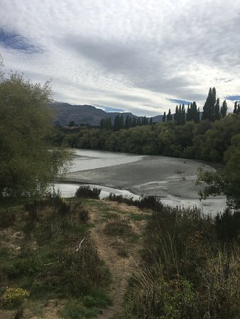 Lower Shotover, New Zealand: View of the river from the front of The Ferry
