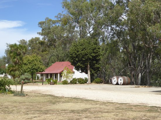 Tabilk, أستراليا: Original cottage on estate