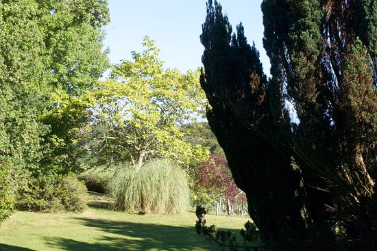 Jurancon, Francia: The grounds of Clos Mirabel Manor B&B and Holiday Lets