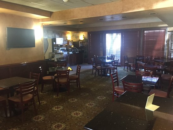 Holiday Inn Express Oklahoma City Airport - Meridian Avenue: Enjoy your breakfast at the spacious and dining area.