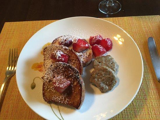 Kennett House Bed & Breakfast: filling breakfast