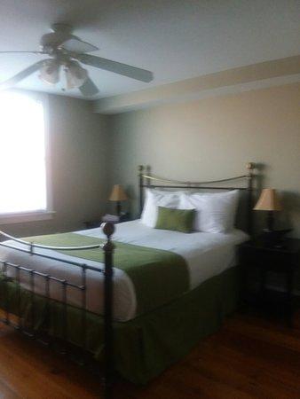 Essex Street Inn & Suites: 20180318_152313_large.jpg