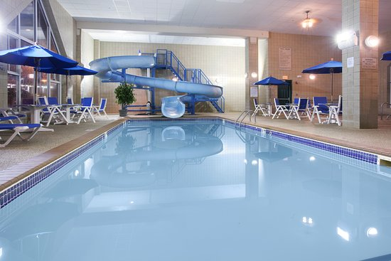 Country Inn & Suites by Radisson, Rapid City, SD: Pool with 100ft waterslide