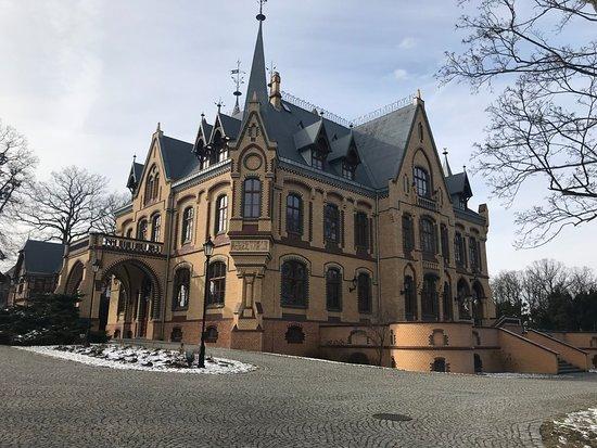 Kedzierzyn Kozle, Polonia: neogotycka bryła pałacu