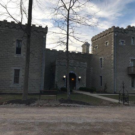 Ravenwood Castle: photo0.jpg