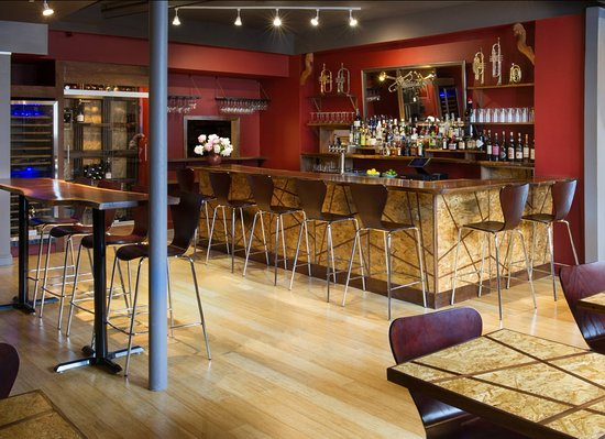 Tarrytown, État de New York : Our hand-crafted walnut bar