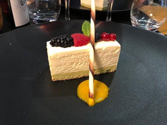 Caderousse, France: dessert , toujours aussi bon