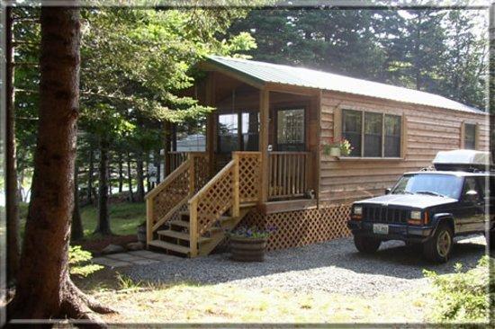 Bar Harbor Oceanside KOA: Deluxe Cabins full linens, kitchen and bathroom