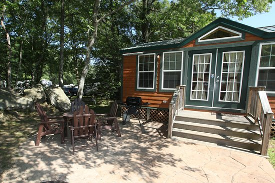 Middleboro, MA: Deluxe Cabins full linens, kitchen and bathroom