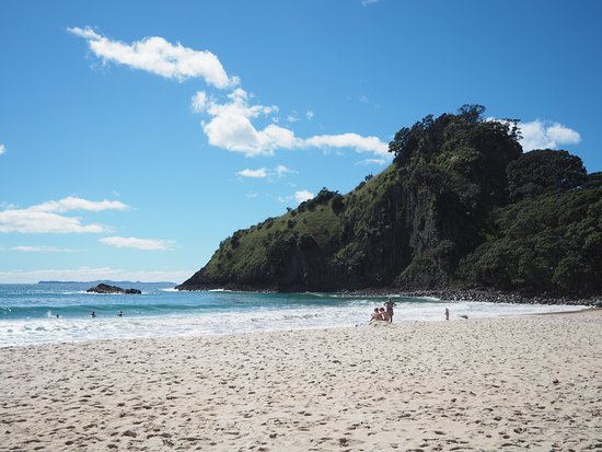 Whangapoua, New Zealand: View looking to the right of the beach when you enter