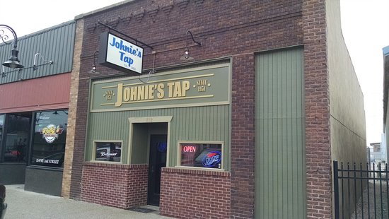 Stuart, IA: Johnie's Tap - front entrance