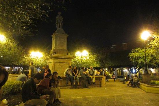 Plaza de Armas: People around the fountain