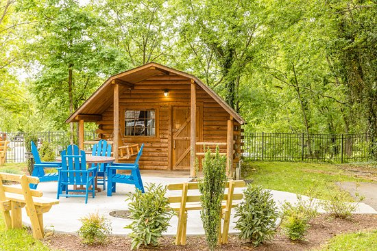 Pigeon Forge / Gatlinburg KOA: Camping Cabins