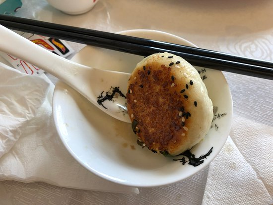 Mount Eden, Nova Zelândia: Sesame Seeds on dumplings