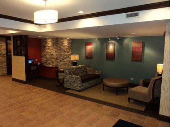 Algonquin, IL: Lobby