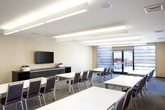 Harrison, NJ: Meeting room