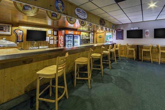 South Lee, MA: Bar/Lounge