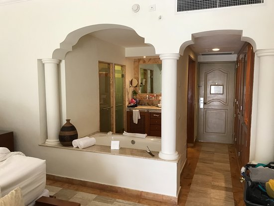 Excellence Riviera Cancun: Nice Bathrooms