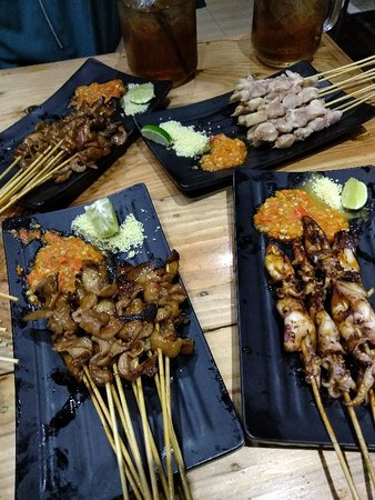 Very Crowded Long Queue Hype Food Review Of Sate Taichan