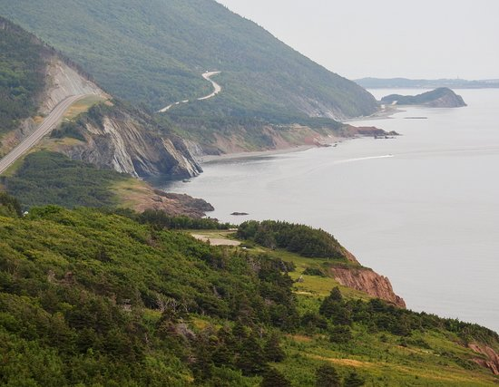 Cabot Trail : Gorgeous green shores heading down the west side of the trail