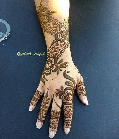 Persian Gulf Style Henna Bold Color And Fashion Forward Picture