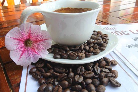 Qúy khách có thể chọ lựa cho mình với ly cà phê hạt hoặc ly Capuchino hay Espresso thơm ngon