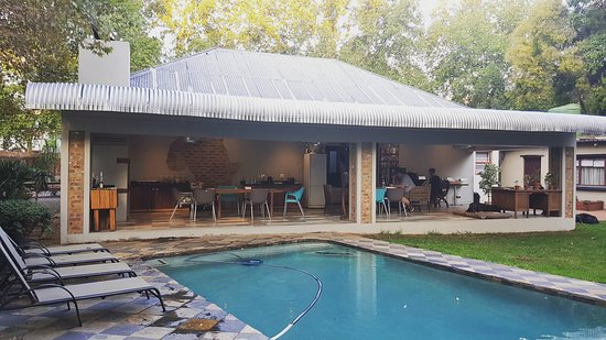 Pretoria Backpackers and Travellers Lodge: Patio / Swimming Pool