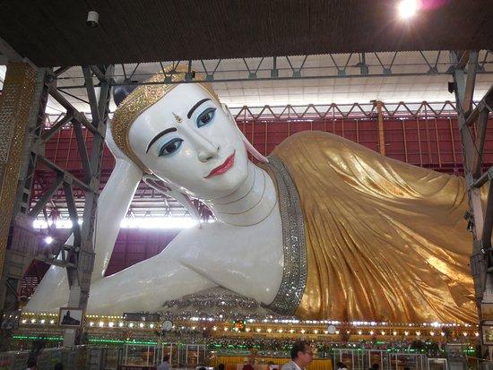 Chaukhtatgyi Buddha: Bouddha couché