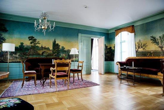 Godvik, Norvège : Interior Alvøen Manor, photo Tove Breistein. Open sat-sun june-aug.