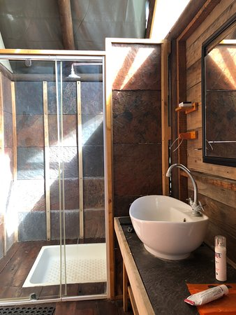 Manyeleti Game Reserve, África do Sul: En Suite Santärbereich mit Dusche, Waschbecken und WC