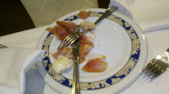 Hotel Melissa: prosciutto crudo ingiallito mozzarella dura ( surgelata)