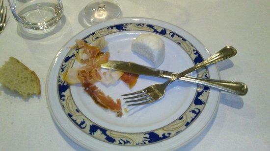 Hotel Melissa: prosciutto crudo ingiallito metà mozzarella servita surgelata