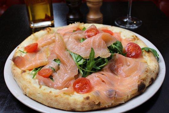 pizza au saumon picture of villa sophia paris tripadvisor. Black Bedroom Furniture Sets. Home Design Ideas