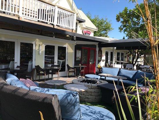 Djon's Steak & Lobster House: Deck area